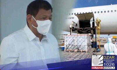 Personal na sinalubong ni Pangulong Rodrigo Duterte ang pagdating sa Pilipinas ng isang milyong dosis ng COVID-19 vaccine ng Sinovac ngayong araw, Marso 29.