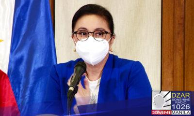 Nilinaw ni Vice President Leni Robredo na hindi siya ang babaeng nagpabakuna sa isang larawan na nag-viral sa social media.