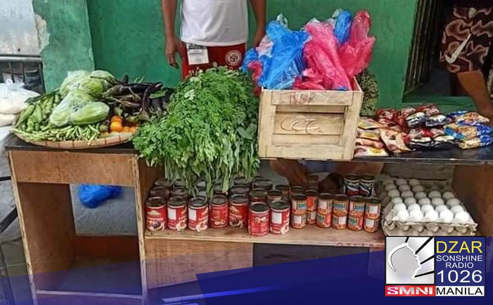 Sinamantala ng oposisyon at ng makakaliwang grupo ang nagsusulputang mga community pantry ngayon sa buong bansa.