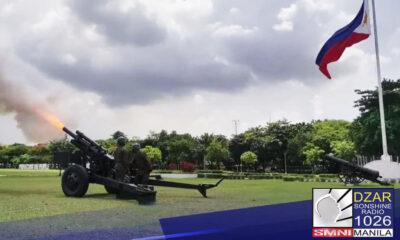 Binigyan ng gun salute ng Armed Forces of the Philippines (AFP) si dating Pangulong Noynoy Aquino sa Camp Aguinaldo ngayong umaga.