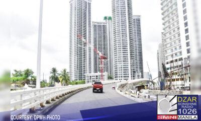 Pinangunahan ni Pangulong Rodrigo Duterte ang pagpapasinaya ng bagong Estrella Pantaleon Bridge na nagkokonekta sa mga lungsod ng Makati at Mandaluyong.