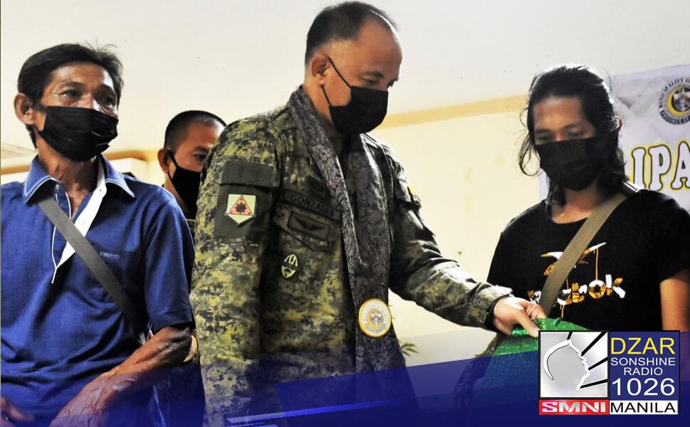 Sumuko ang mag-amang miyembro ng Abu Sayyaf sa tropa ng 11th Infantry Division sa Talipao, Sulu.